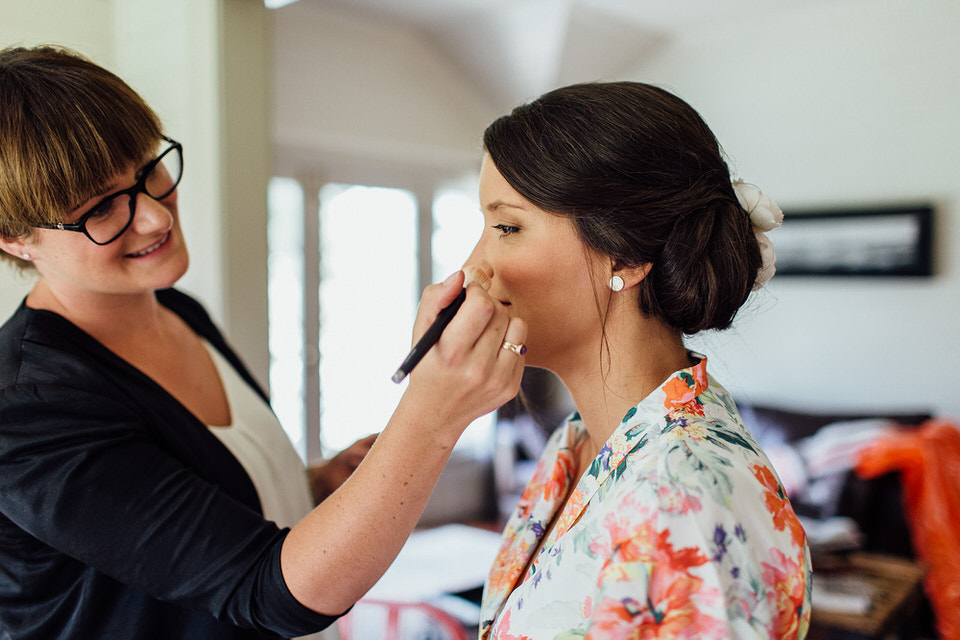 emma mcgill makeup artist applying makeup to bride at bendooley estate in southern highlands