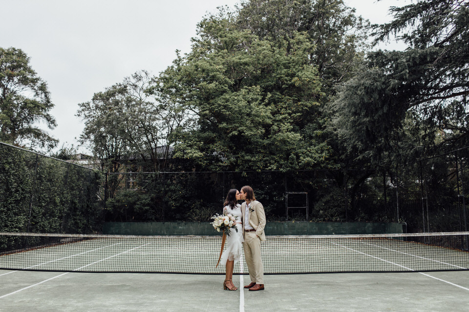bride and groom on tennis court in Sydney