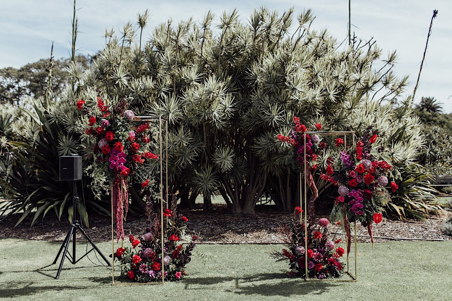 Centennial Park wedding with outdoor ceremony floral styling